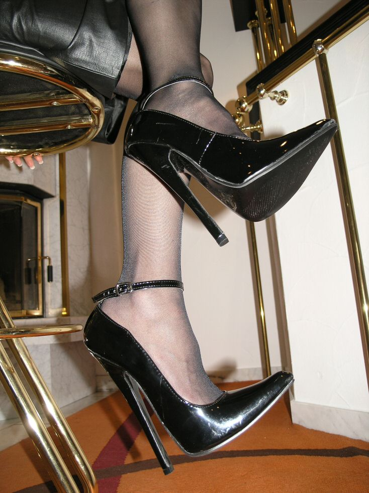 extrem stiletto lack pumps high heels gr e 41 schwarz mit riemchen 18cm absatz ebay. Black Bedroom Furniture Sets. Home Design Ideas