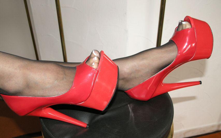 sexy plateau pantolette lack high heels rot 41 peep toe 15 cm absatz lack ebay. Black Bedroom Furniture Sets. Home Design Ideas